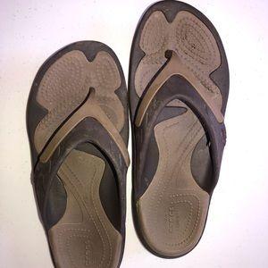 Crocs Men's size 4 Women's size 8 tan/brown flips